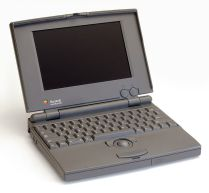 Macintosh -Powerbook_100_pose