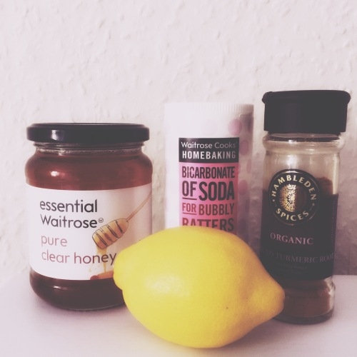 Face mask with Turmeric honey baking soda lemon